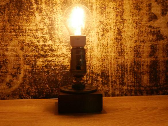 Yeelight-Filament-in-Tischlampe-2